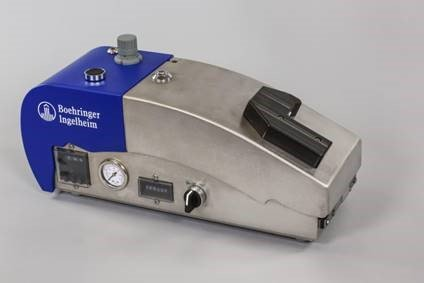 Zootec Double II vaccinator – Equipment used for administering two vaccines through one needle simultaneously to one day old chick in a safe and efficient way