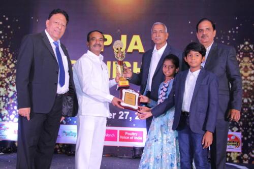 Shri Etela Rajender presents the award to Mr Chakradhar Rao