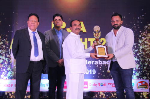 Shri Etela Rajender presents the award to Mr. Suresh Gupta - Sunil Poultry